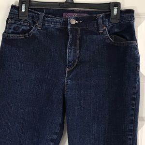 Gloria Vanderbilt size 8 skinny dark wash jeans